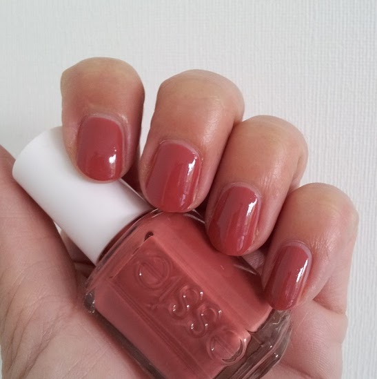 Beauty: Mein allerallererster Essie Lack / In Stitches