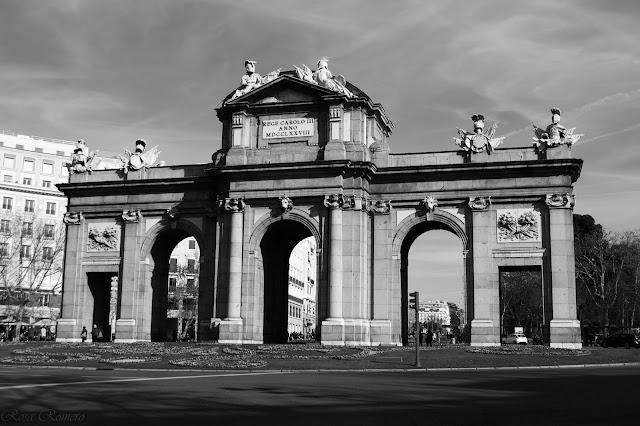 La Puerta de Alcalá - Rosa Romero