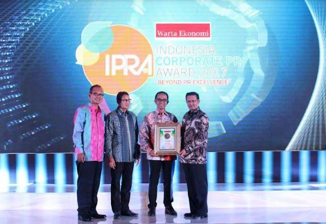 AHM_Terima_3_Award_Pada_Indonesia_Corporat_Public_Relations_Award_2017