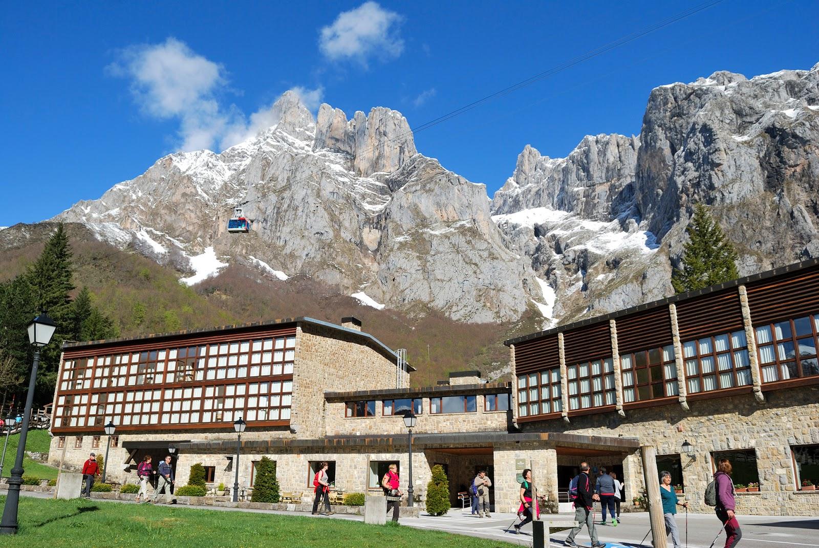 fuente dé cantabria picos europa españa montaña teleferico aerial cable car spain mountain hotel parador