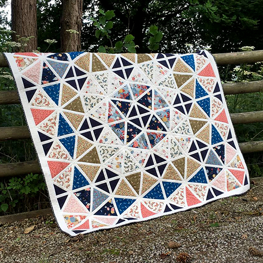 Japanese Parasols Quilt designed by Lynne Goldsworthy of Lilysquilts, featuring the Japanese Garden collection from Makower UK