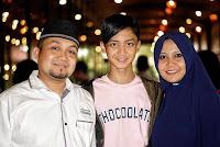 Kumpulan Foto Gus Azmi beserta keluarganya ayah dan ibu