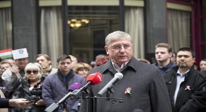 Gyurcsány bejelentette: A DK visszalép Szél Bernadett javára és összefekszik a Jobbikkal