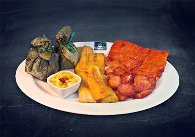 Barranco de noche, comida peruana