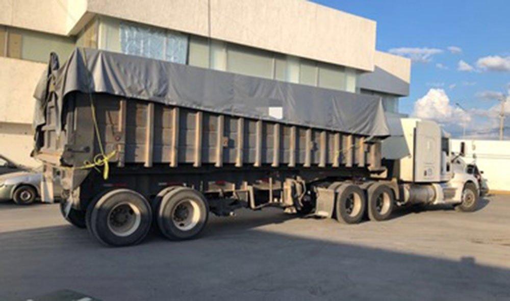 Agentes de la PGR decomisan casi 1.5 mdp, 50 fusiles y cartuchos útiles en Nuevo León.
