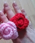 http://translate.googleusercontent.com/translate_c?depth=1&hl=es&rurl=translate.google.es&sl=en&tl=es&u=http://bitsandbobblesblog.blogspot.co.uk/2013/03/easy-crocheted-rose-ring-pattern.html&usg=ALkJrhgH5aAl77N3jdbFb_EnKOSVMeGTww