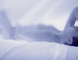 Miley se Masturba en el Teaser de 'Adore You'