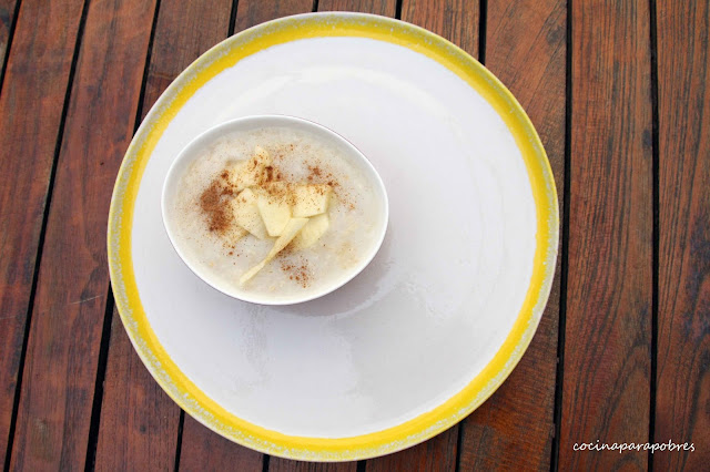 Gachas de avena integral, cereales para bebé sin azúcar añadido.