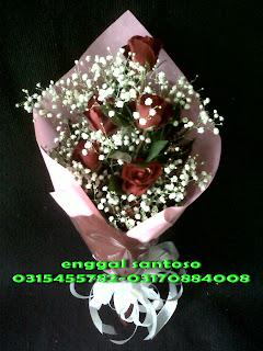 fourhand bunga tangan mawar merah