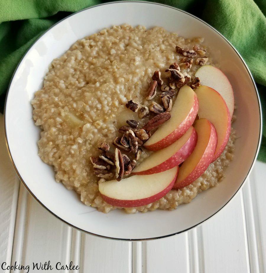 Cooking With Carlee: Apple Pie Steel Cut Oatmeal #AppleWeek