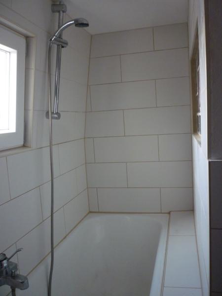 winterkatzes buchblog das unbeschreibbare badezimmer oder auch die neue. Black Bedroom Furniture Sets. Home Design Ideas