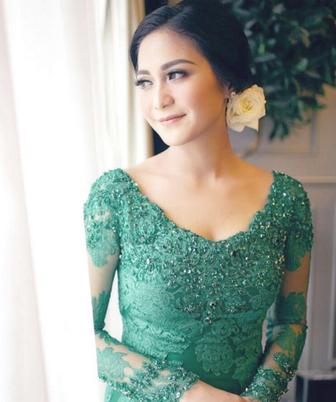 Warna Kebaya Modern Yang Cocok Dengan Wanita Berkulit Sawo Matang