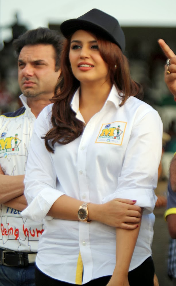 Huma Qureshi Unseen Photos In Beautiful White Dress