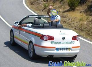 Brigada de Trânsito descapotável rir divertido polícia bêbedo balão