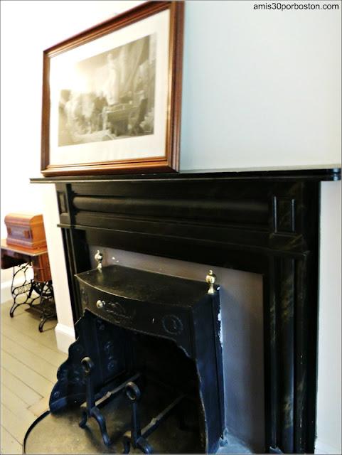Muebles en la Exhibición sobre las Mudanzas de la Familia Ropes