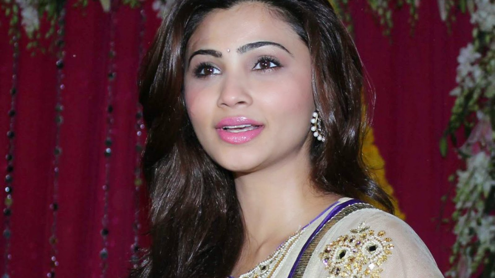 Daisy Shah Hd Wallpaper: Global Pictures Gallery: Daisy Shah Full HD Wallpapers