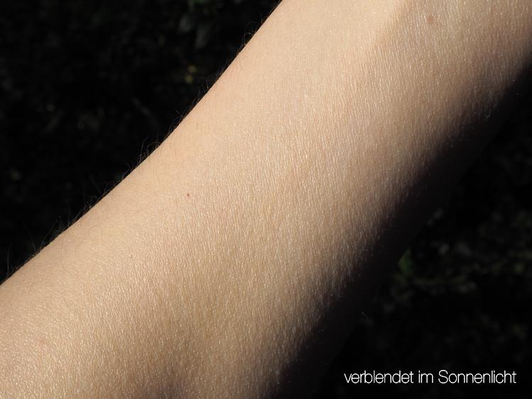 Naturkosmetik-Sonnencremes von Officina Naturae und Anthyllis verblendet im Sonnenlicht