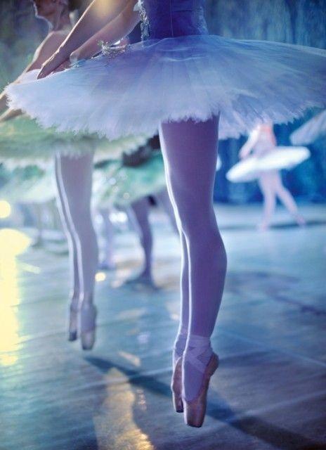872a05e698a Det at gå til ballet er ikke altid lige nemt. Der bliver krævet mig af dig,  og du skal være dygtig ellers ryger du ud. Jeg træner hver dag.. selv i  ferier, ...