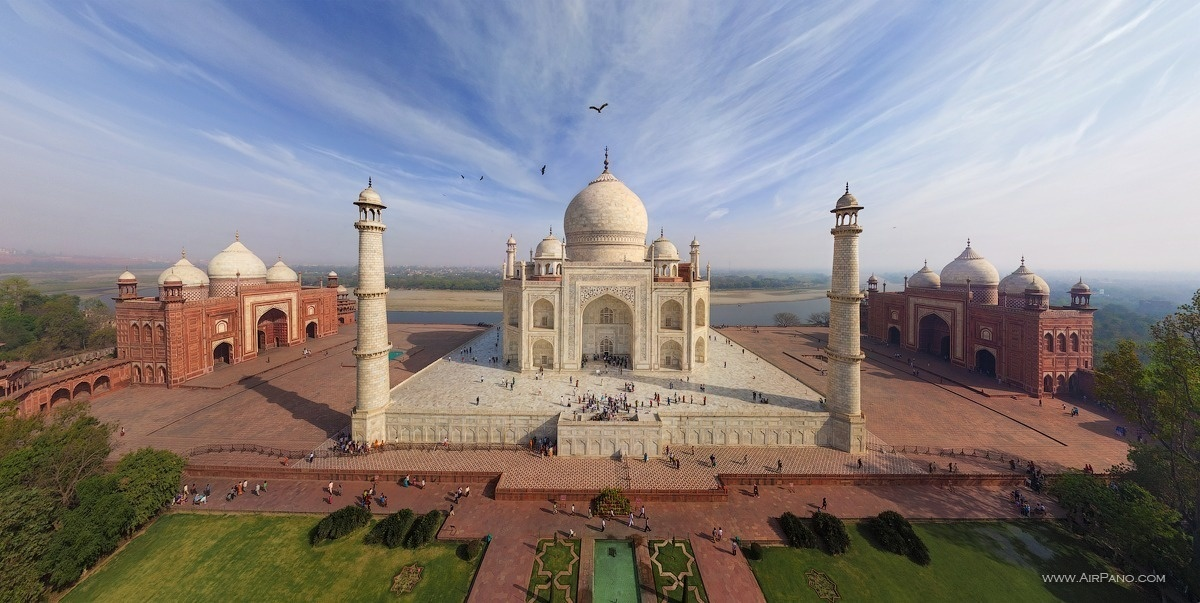 The iconic Taj Mahal in India. - The Seven Wonders Of The World Look Totally Different In These Unique Photos.