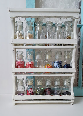 Vintage spice rack is perfect for storing buttons, separated by color! | diy beautify