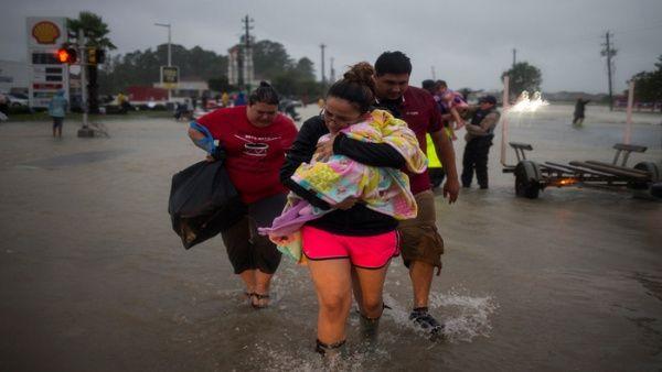 Trump planea viaje a Texas para evaluar daños de huracán Harvey