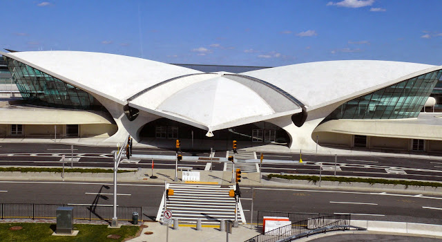 Terminal TWA Aeropuerto JFK en New York | Eero Saarinen | Planta + sección + fotos