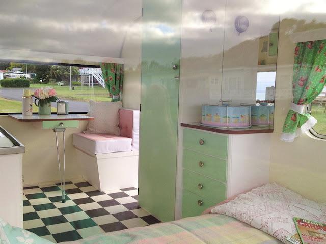 El rinc n vintage de karmela el maravilloso encanto de - Decoracion interior caravanas ...