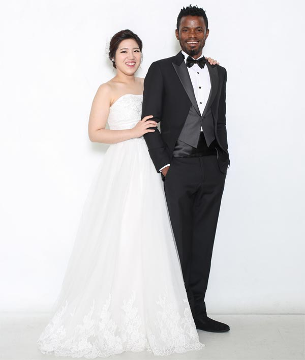 Aww! Nigerian guy Obinna Ogbuji marries beautiful South Korean woman