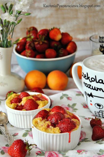 515. Zapiekana kasza jaglana z truskawkami na pożywne śniadanie