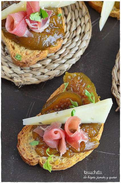 Bruschetta de higos, jamon y queso