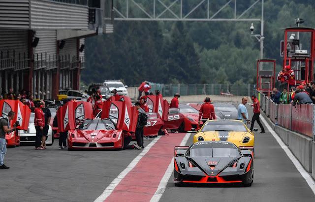 Corse Clienti Programm mit XX-K und 599XX Modellen im Fahrerlager