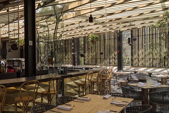 Podio restaurante piedra sal por vgz arquitectura for Restaurante arquitectura