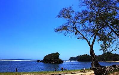 Wisata Pantai Kondang Merak