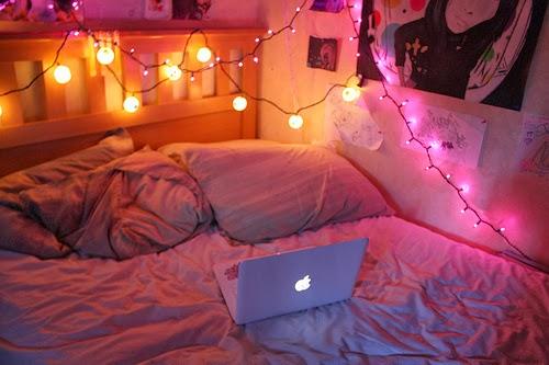 Bett Mit Ganz Vielen Kissen Wohn Design