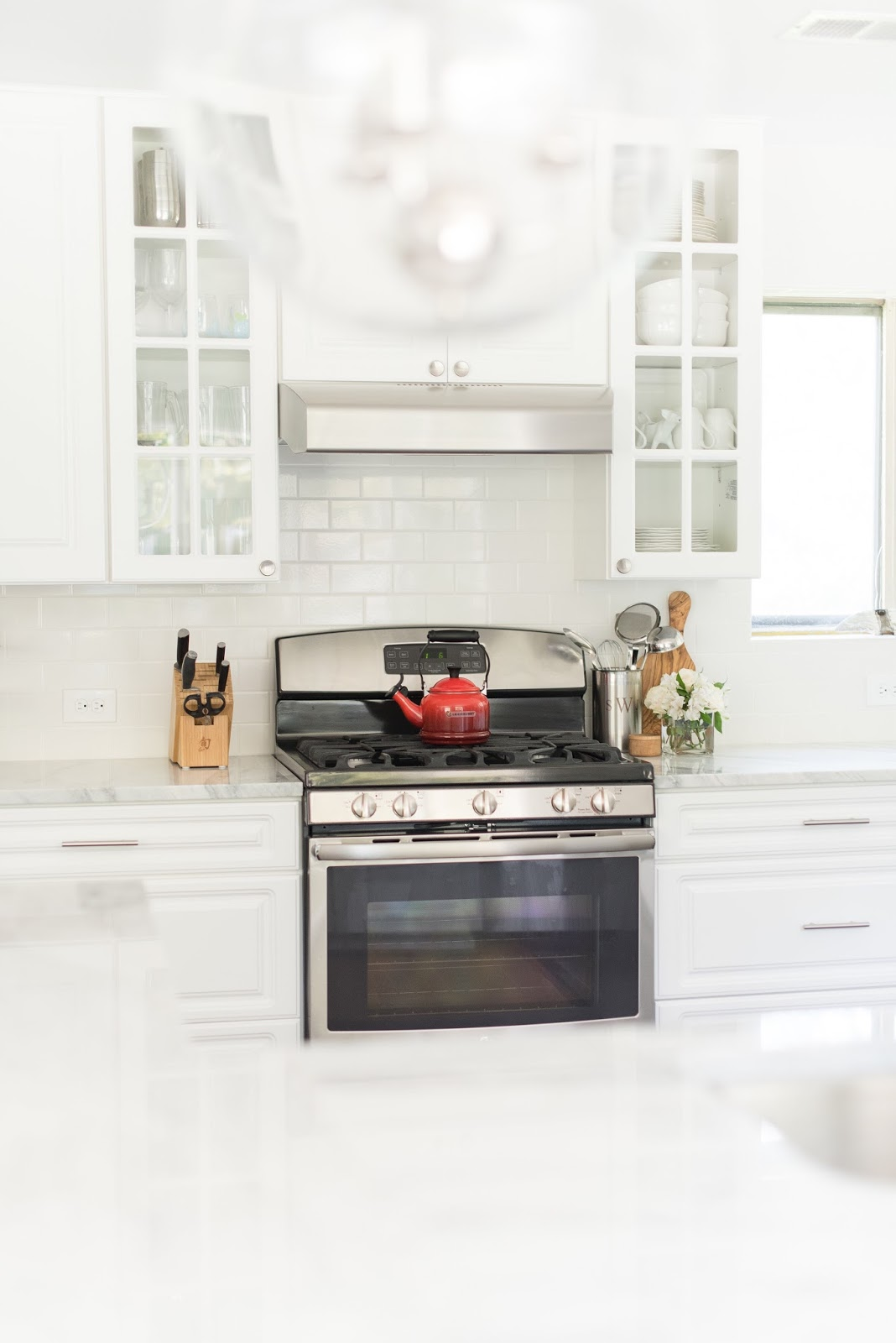4 Ways to Warm Up A White Kitchen - Moms Without Answers