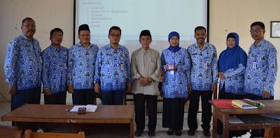 Foto Bapak Drs.Achmadi Ridwan dan Para Guru SMKN 1 Purwodadi