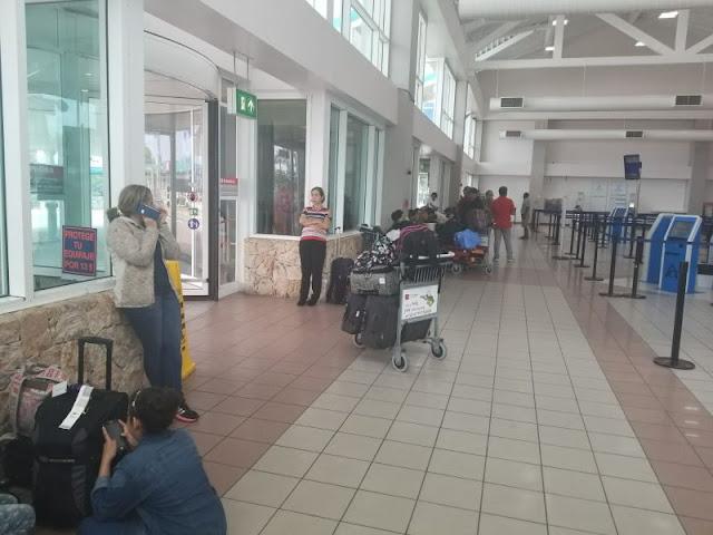 Venezolanos varados en aeropuerto de Aruba sin saber cuándo podrán regresar