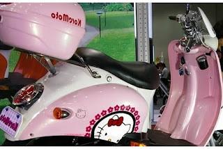Gambar Motor Vespa Hello Kitty 4