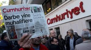 Αποφυλακίζονται 7 δημοσιογράφοι της Τζουμχουριέτ