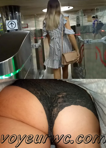 Upskirts 3706-3725 (Secretly taking an upskirt video of beautiful women on escalator)