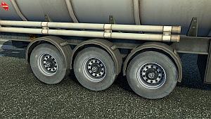 Trailer dirty wheels