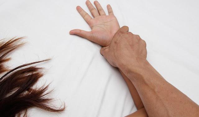http://www.mejapoker88.info/2018/03/wanita-hamil-ini-gigit-kemaluan.html