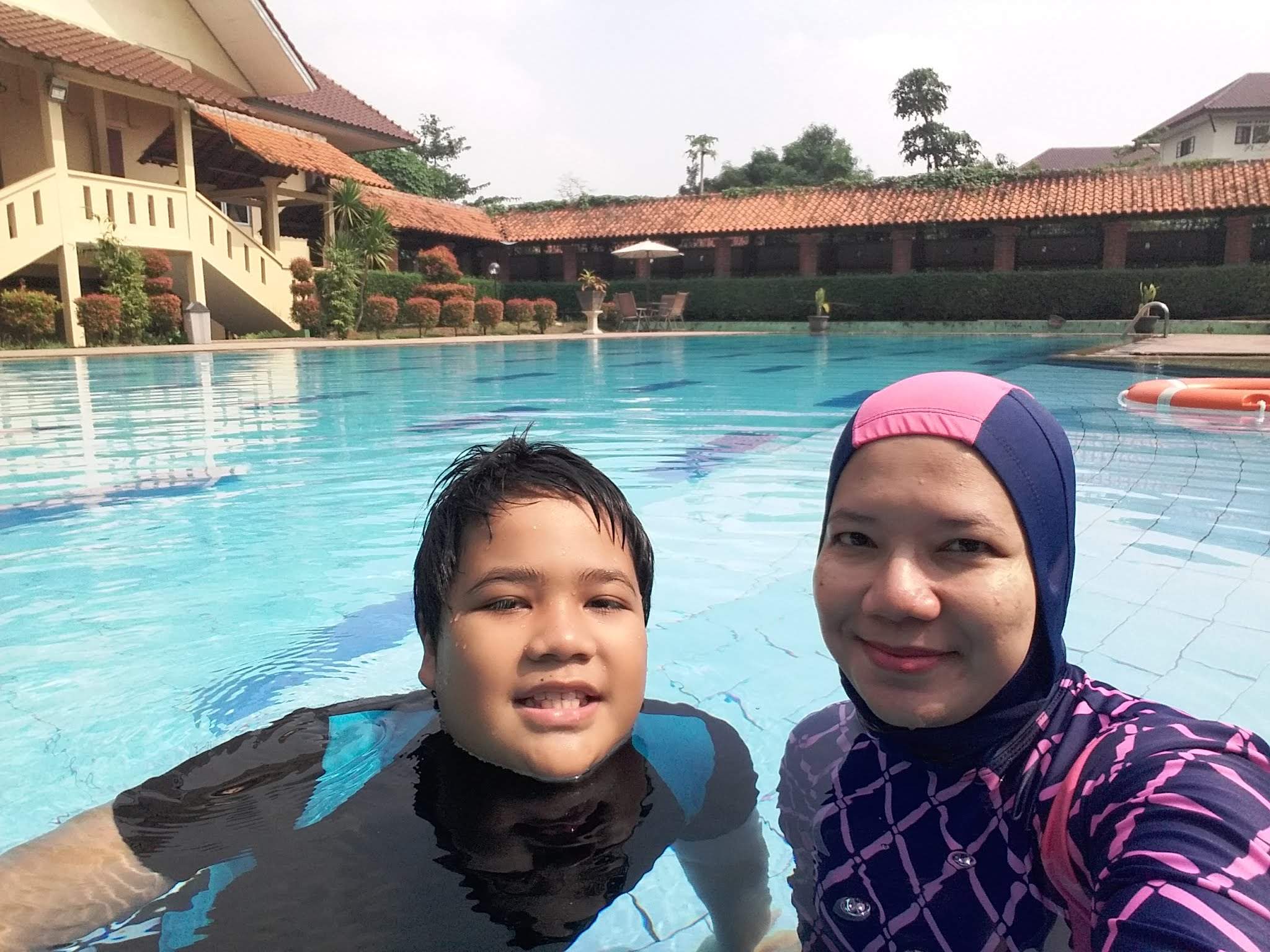 kolam renang wisma makara ui universitas indonesia depok nurul sufitri mom lifestyle blogger