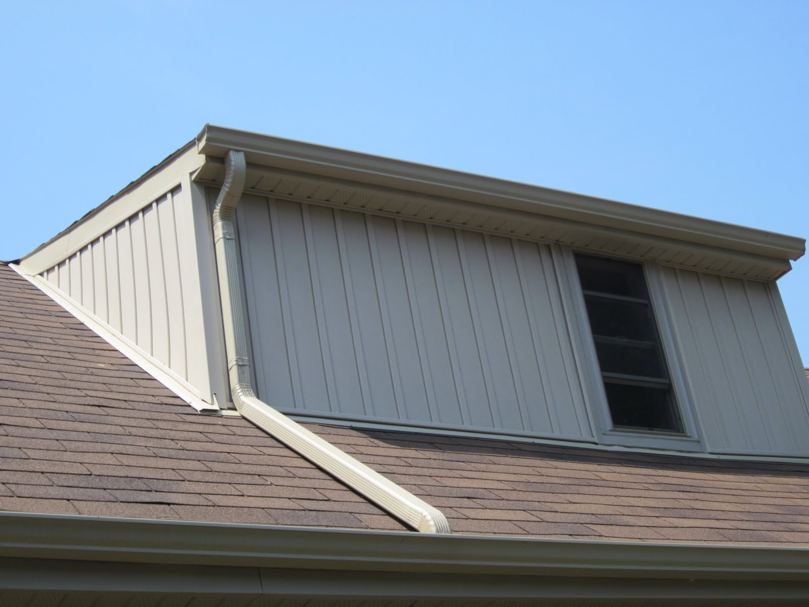The Eavestrough Company Why An Upper Downpipe Should