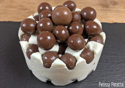 recette cheese-cake aux billes de chocolat, billes chocolat, video cheese-cake, tutoriel video cheese-cake, tutoriel gâteau frigo, vidéo gâteau frigo, gâteau régressif, gâteau glacé, vidéo gâteau glacé, patissi-patatta