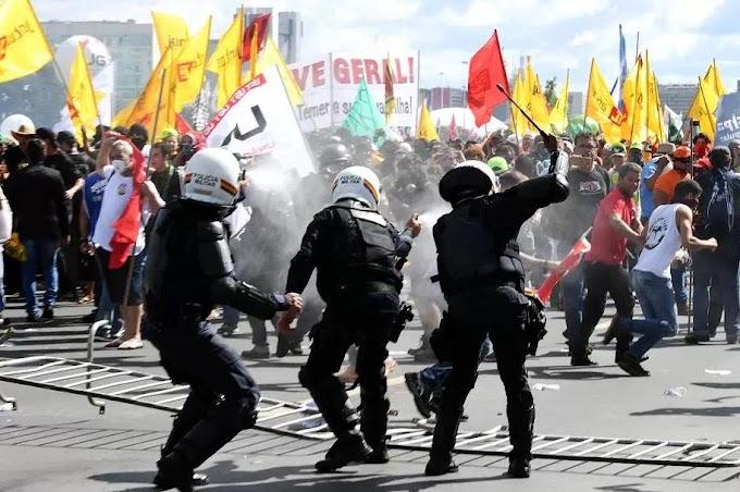 Manifestantes tocam fogo em Ministério e Temer convoca Força Nacional e Exército