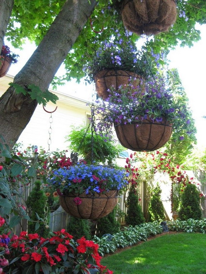 Outdoor decoration with hanging flower pots 3