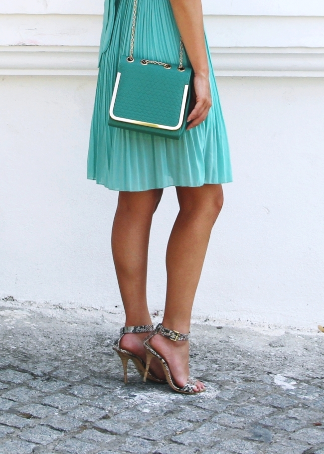 Mint dress.Mint purse.Neutral snakeskin sandals.Best summer looks.Najbolji letnji outfiti.Sandale od zmijske koze.