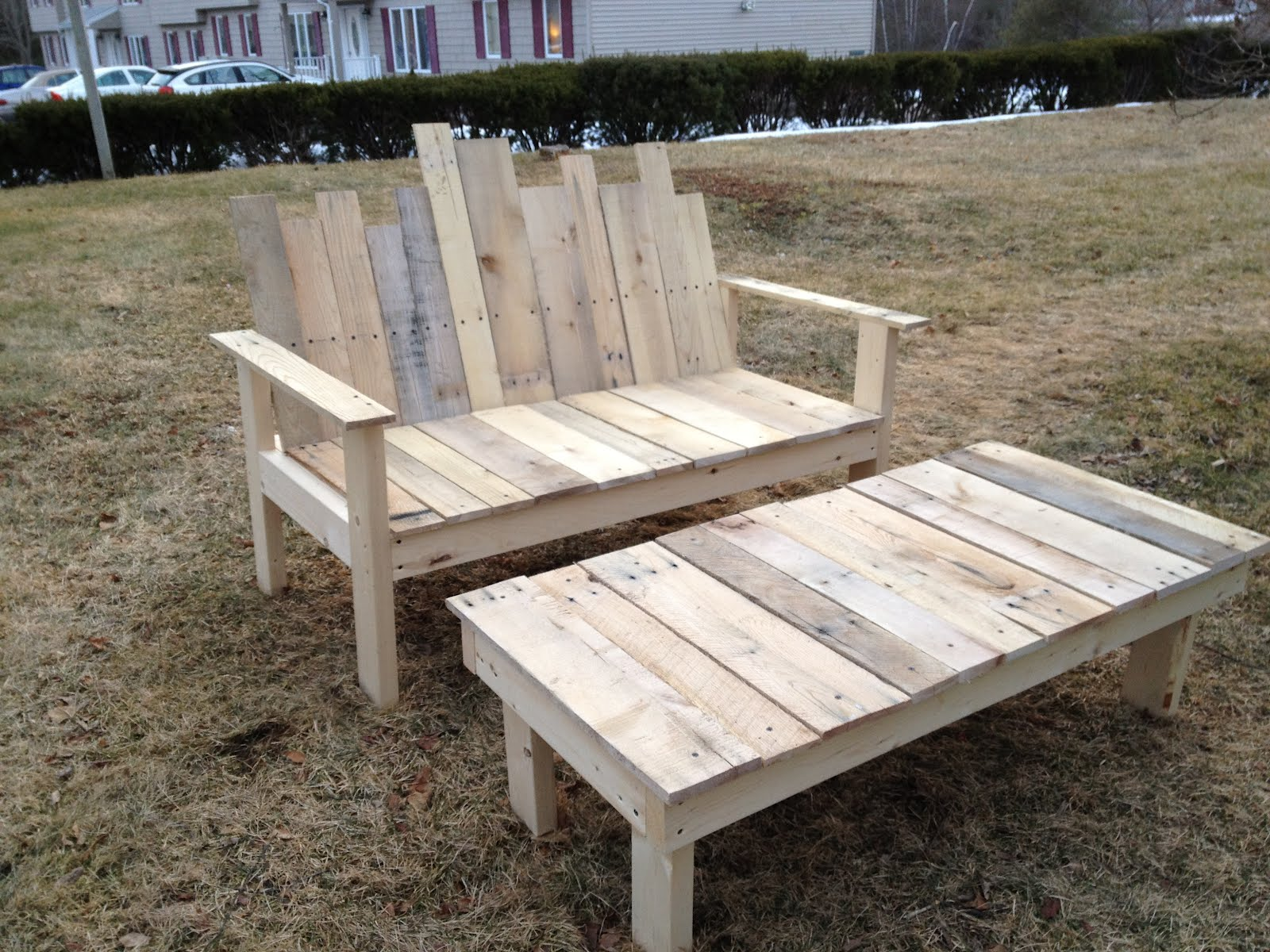 A cherry blossom kind of life more pallet furniture for Diy pallet bench instructions