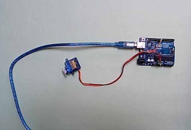 Servo motor ko arduino se connect kare jisse Servo yani ki Strike plate Arduino se move ho sake